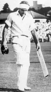 Bert Sutcliffe returned with a bandaged head at 81 for six and began to attack the bowling at Ellis Park in 1953